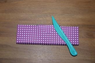 Möglichkeit: Mit kleinem selbstklebenden Magneten verschließen